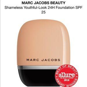 Marc Jacobs 24hr liquid foundation